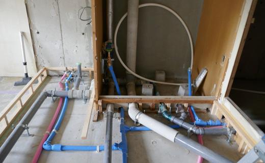 画像:見えないけど重要な電気、給水、給湯、排水部分しっかり調査して、リフォーム後も安心の暮らしを
